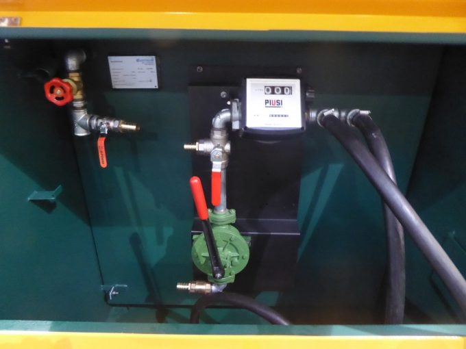 Beispiel Pumpenoptionen: Solarmodul mit 12V Elektropumpe und 230V Ladegerät, 12/24V Elektropumpe, Honda WX-10, Handpumpe standard oder mit Ansaugeinrichtung.