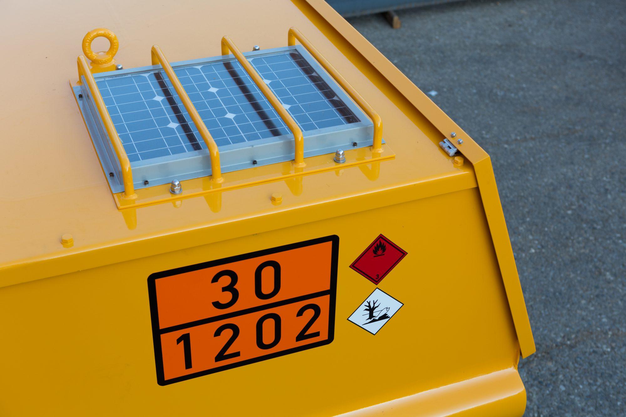Optional Solarmodul mit 12V Elektropumpe und zusätzliches 230V Ladegerät